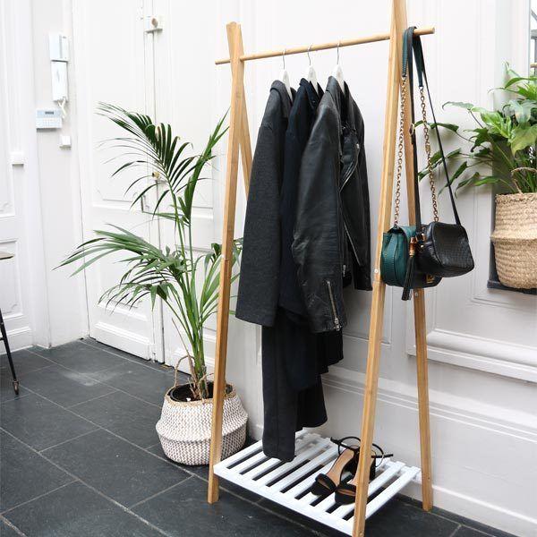 decoration scandinave portant vetements en bois