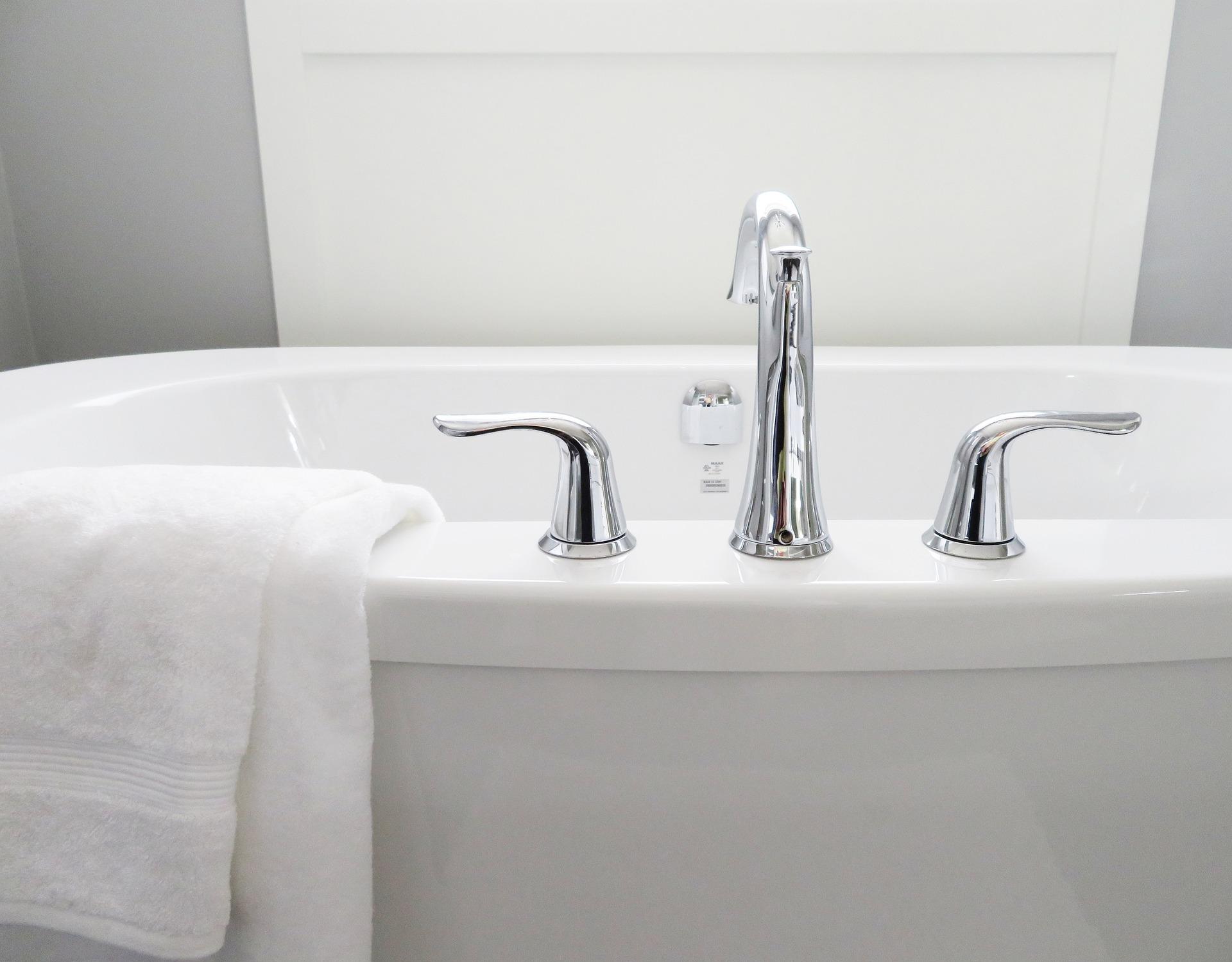 baignoires et serviettes