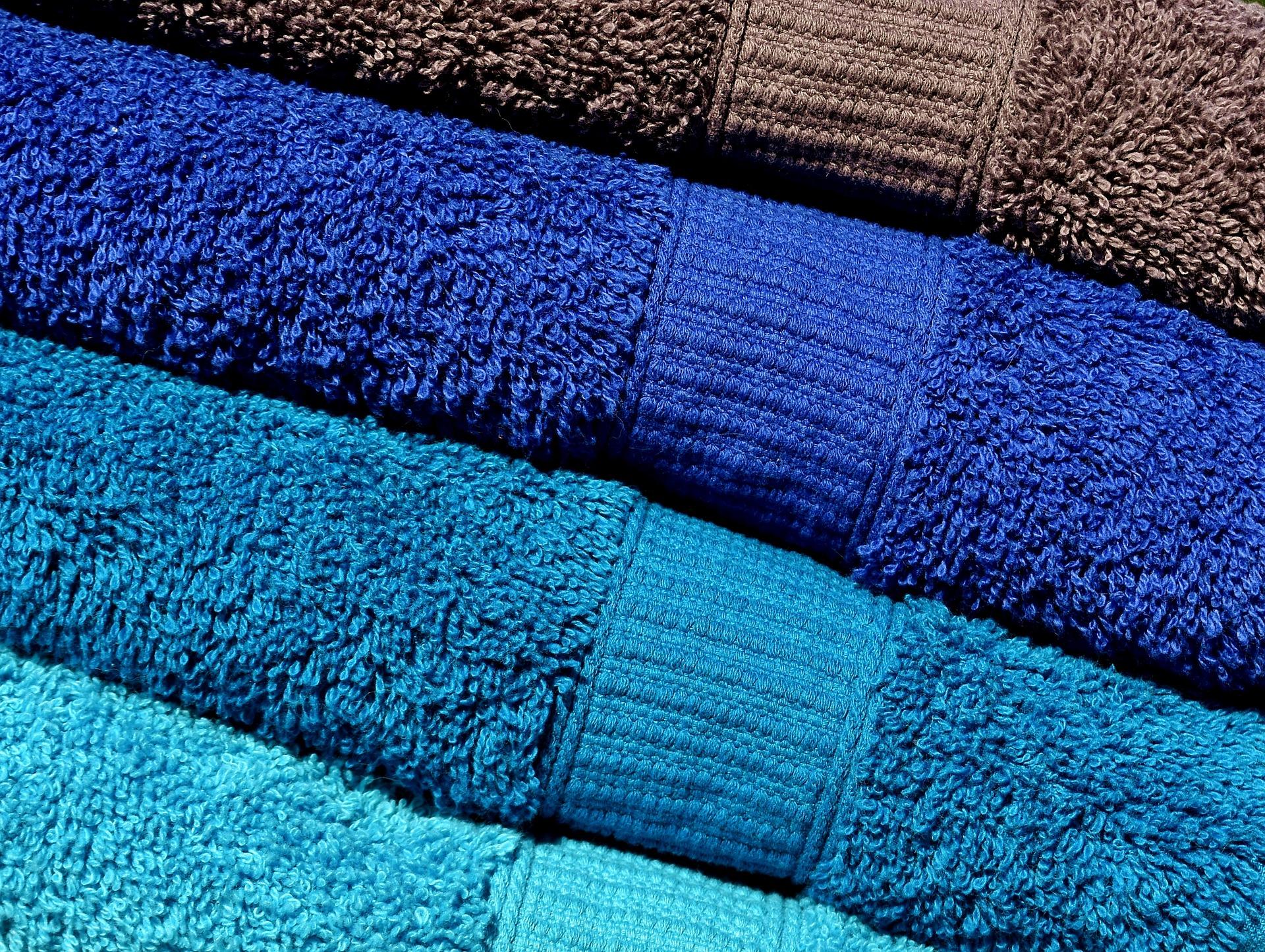 serviettes de bain rangées